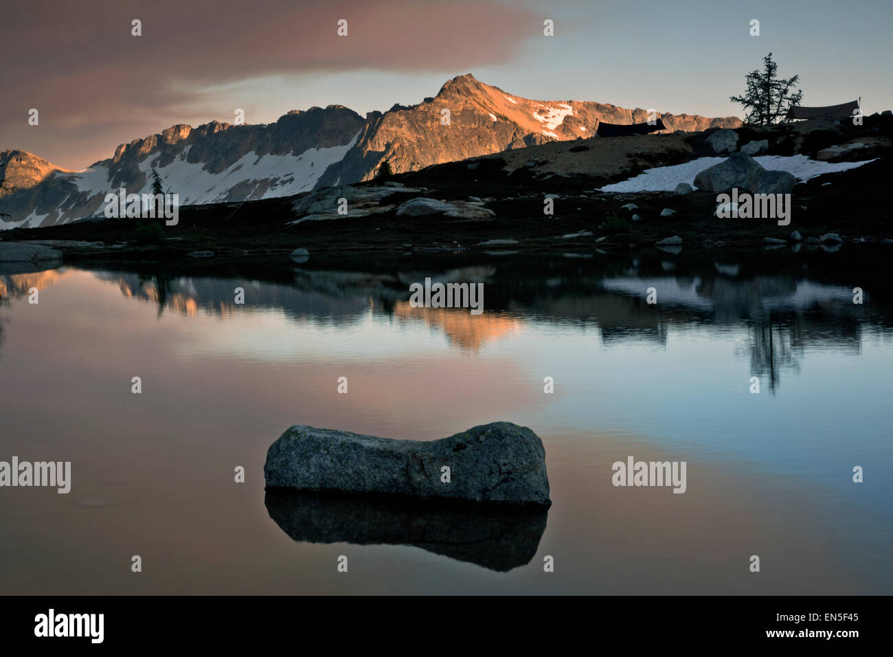 WASHINGTON - Evening at Lower Snowy Lake in the North Cascades section of the Okanogan National Forest. (The cloud - Stock Image