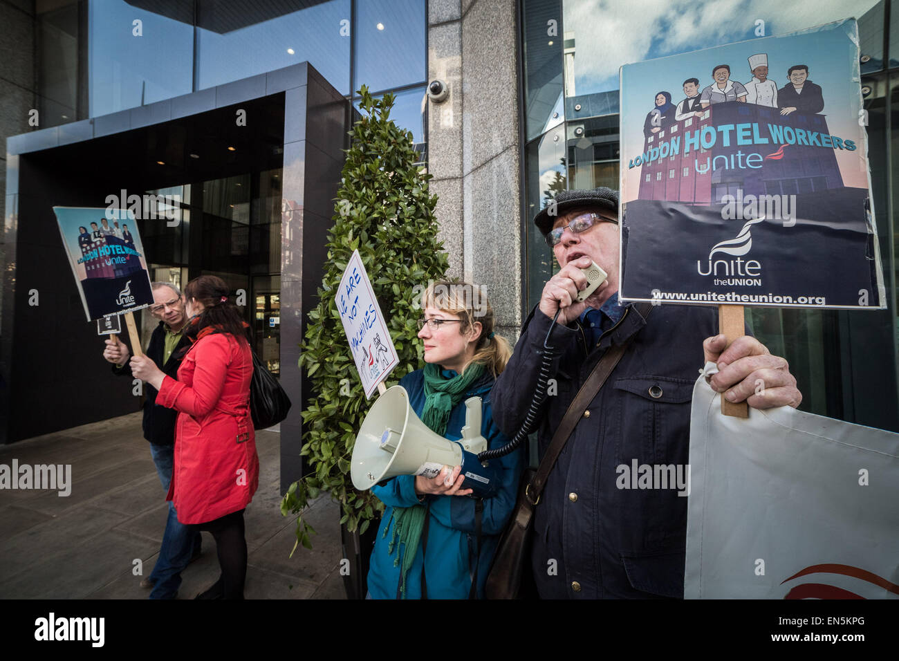 London, UK. 28th April, 2015. Workers Protest outside Hilton Metropole Hotel Credit:  Guy Corbishley/Alamy Live - Stock Image
