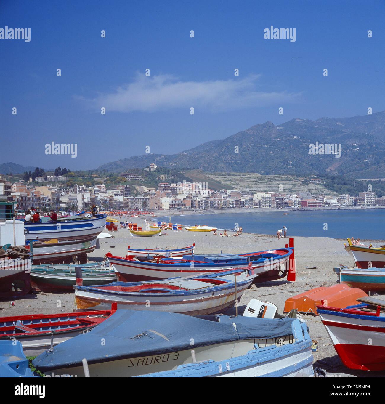 Blick über Bootshafen auf Naxos Stock Photo
