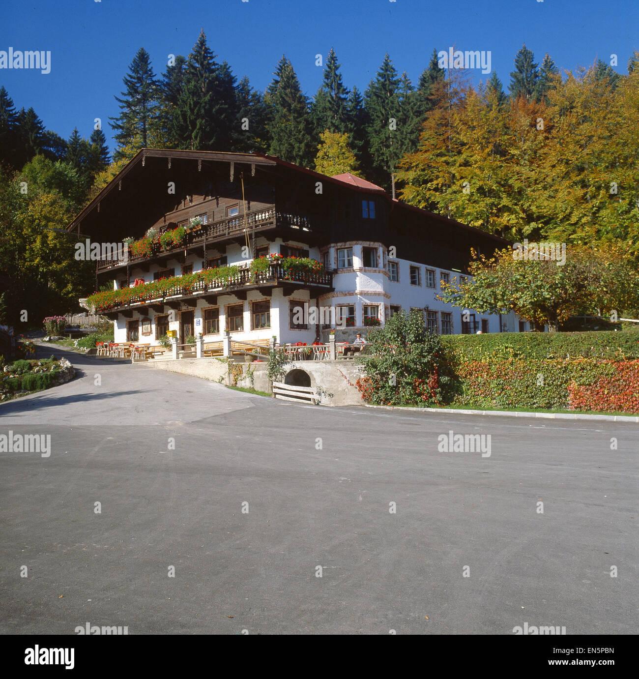 Deutschland, Bayern, Oberaudorf, Blick auf den Alpengasthof Tatzelwurm - Stock Image