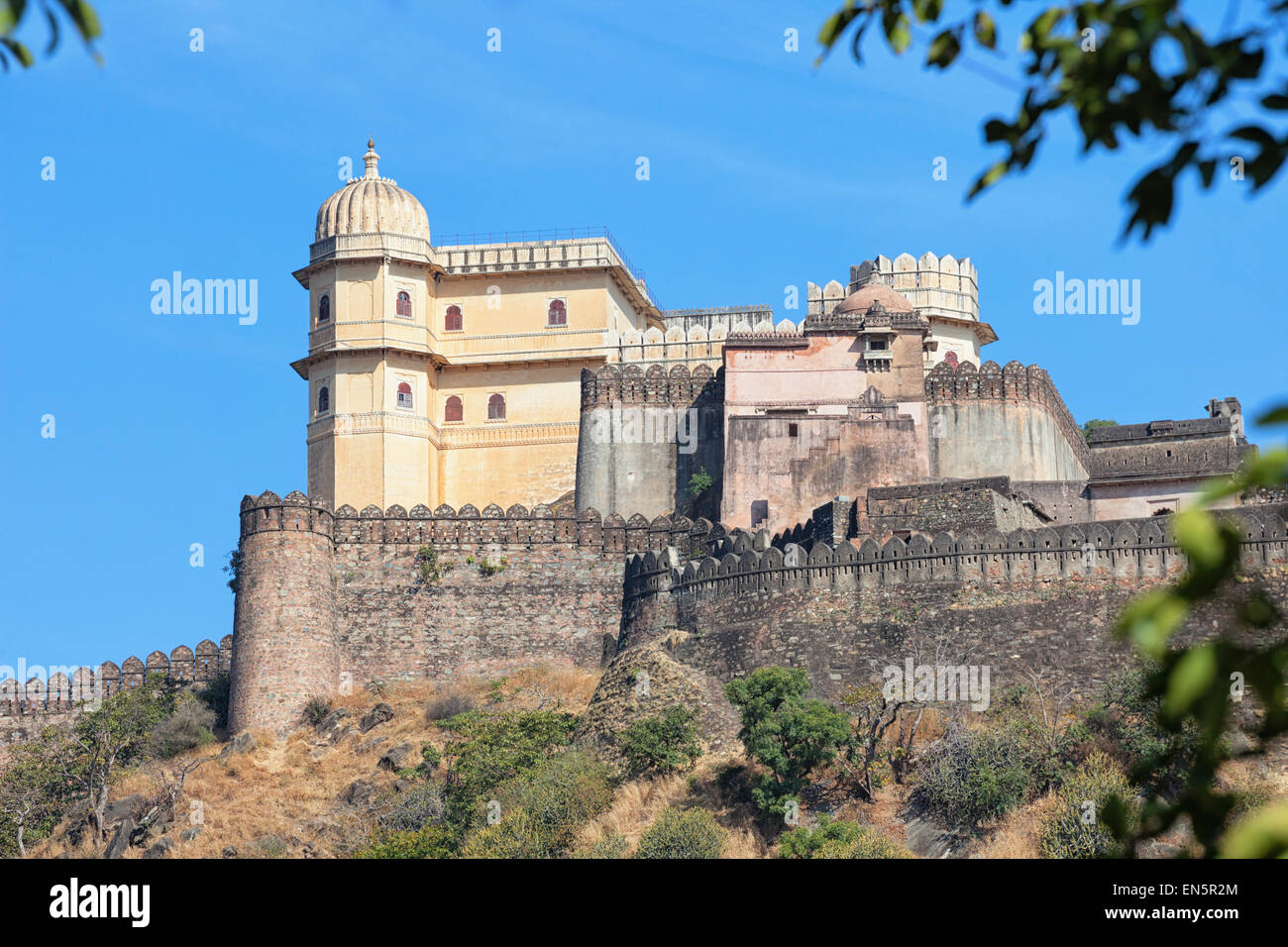 Inspiring view of the imposing facade of Kumbhalgarh Fortress, a 15th century redoubt and a world heritage site - Stock Image