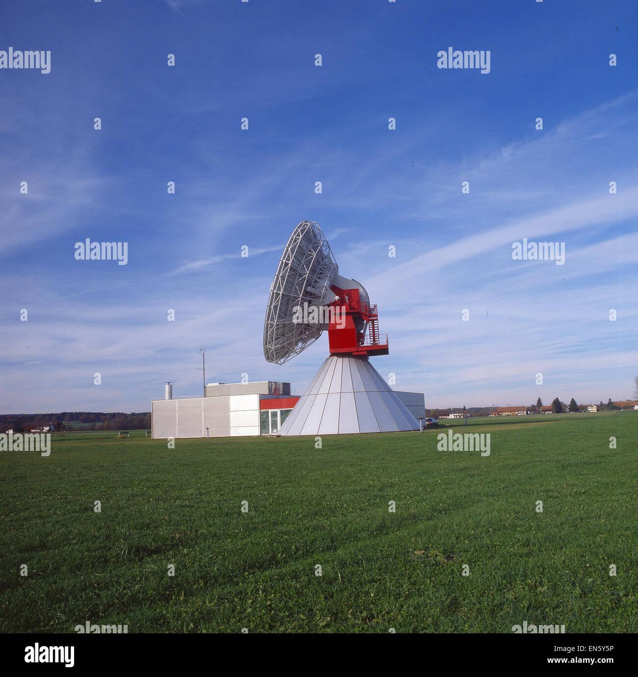 Duitsland, Rainsting, Satellietschotel, Veld - Stock Image