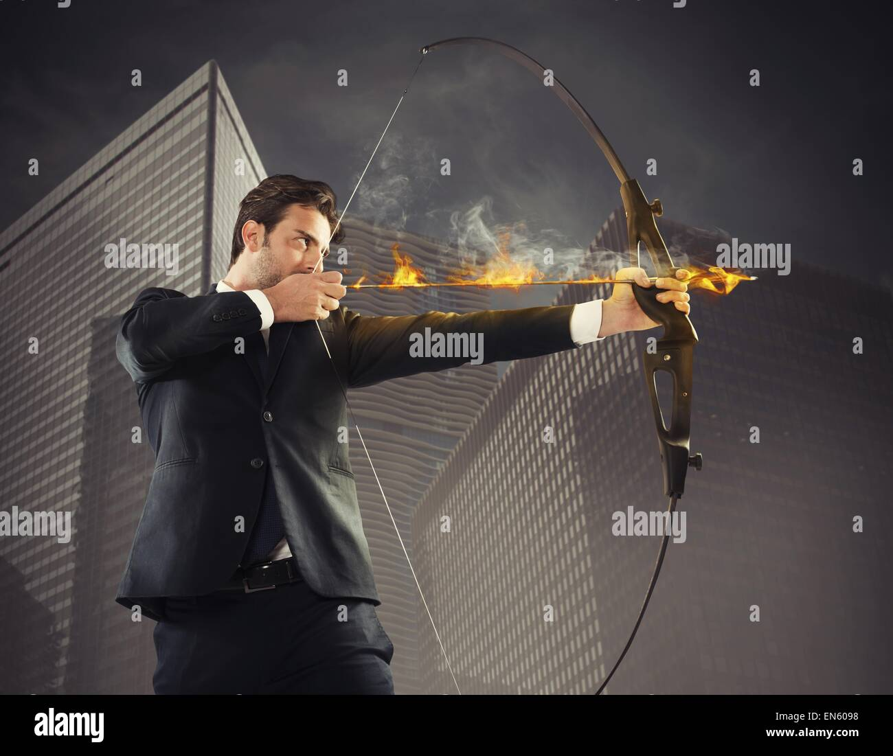 Businessman takes aim - Stock Image