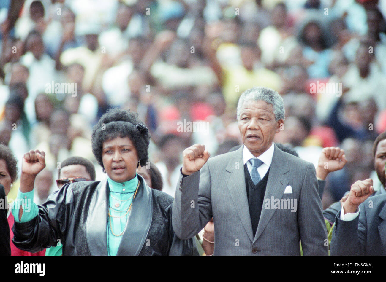 ANC leader Nelson Mandela with his wife Winnie in Soweto, Johannesburg, during a rally held to celebrate his release - Stock Image