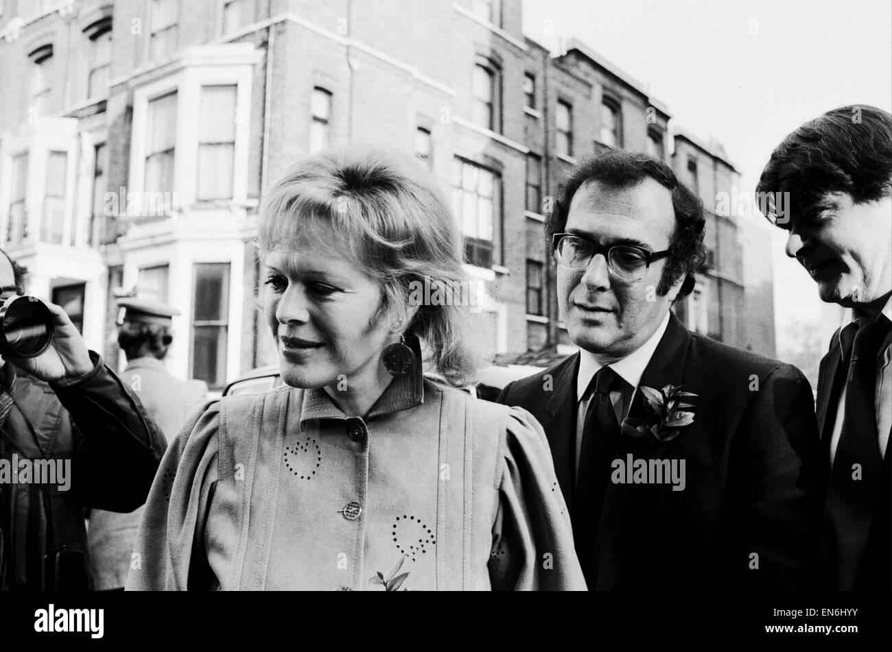 Wedding of playwright Harold Pinter and author Lady Antonia Fraser at Kensington Registry Office. 27th November - Stock Image