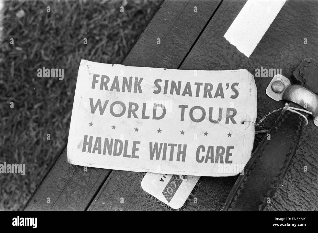 Frank Sinatra suitcase with a label attached to the handle. 15th June 1962 - Stock Image