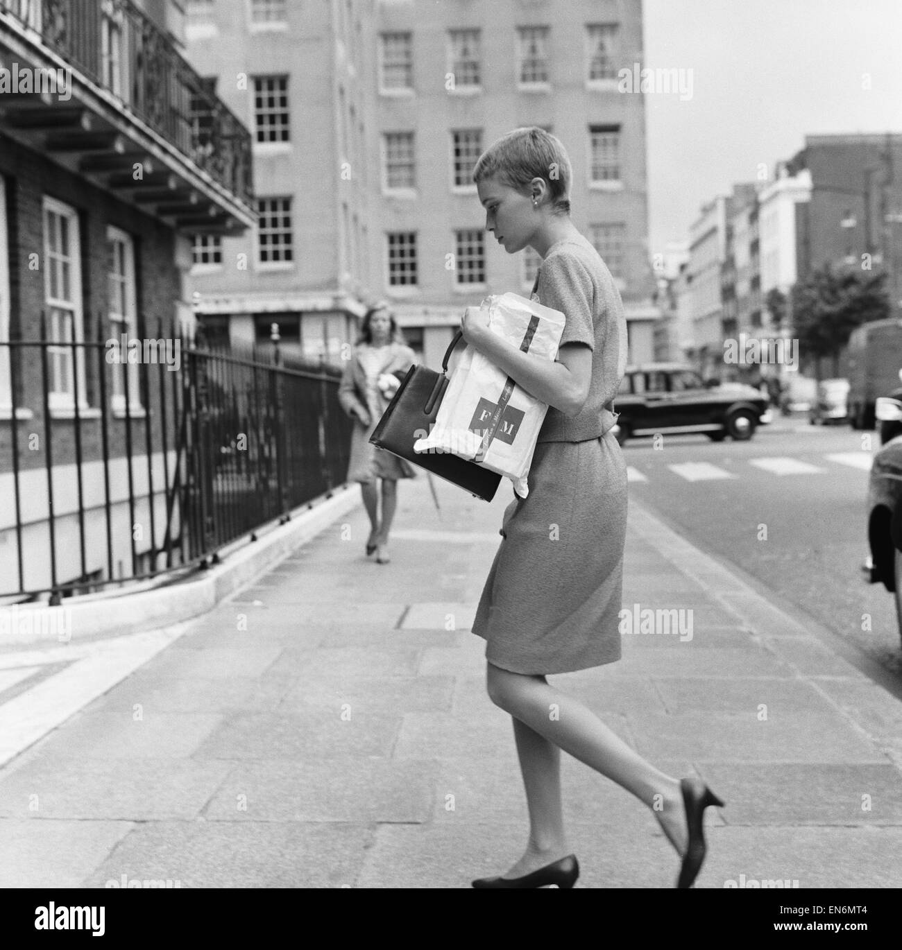 Mia Farrow seen here returning to her Grosvenor Square apartment after a shopping trip to Fortnum and Masons with - Stock Image