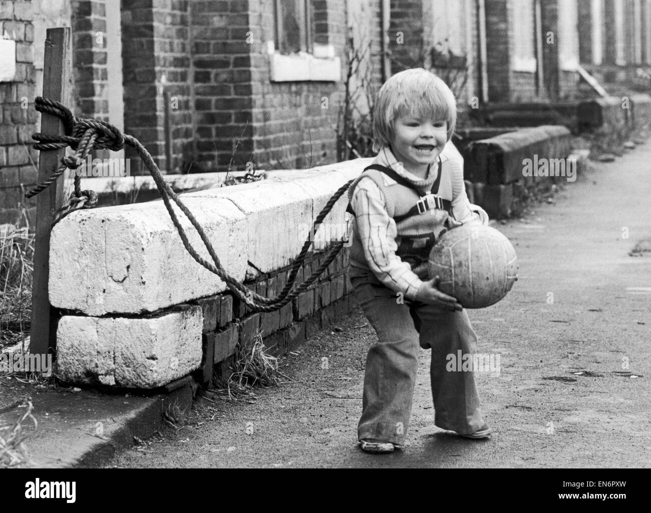 Two year old Jeffrey Metcalfe who has nearly been run over several times is now tied up by his mum to prevent him - Stock Image