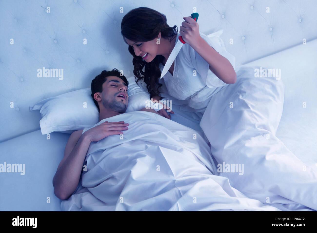 Трахнул подругу жены пока та спала, Муж ебет замужнюю подругу жены пока та спит 13 фотография