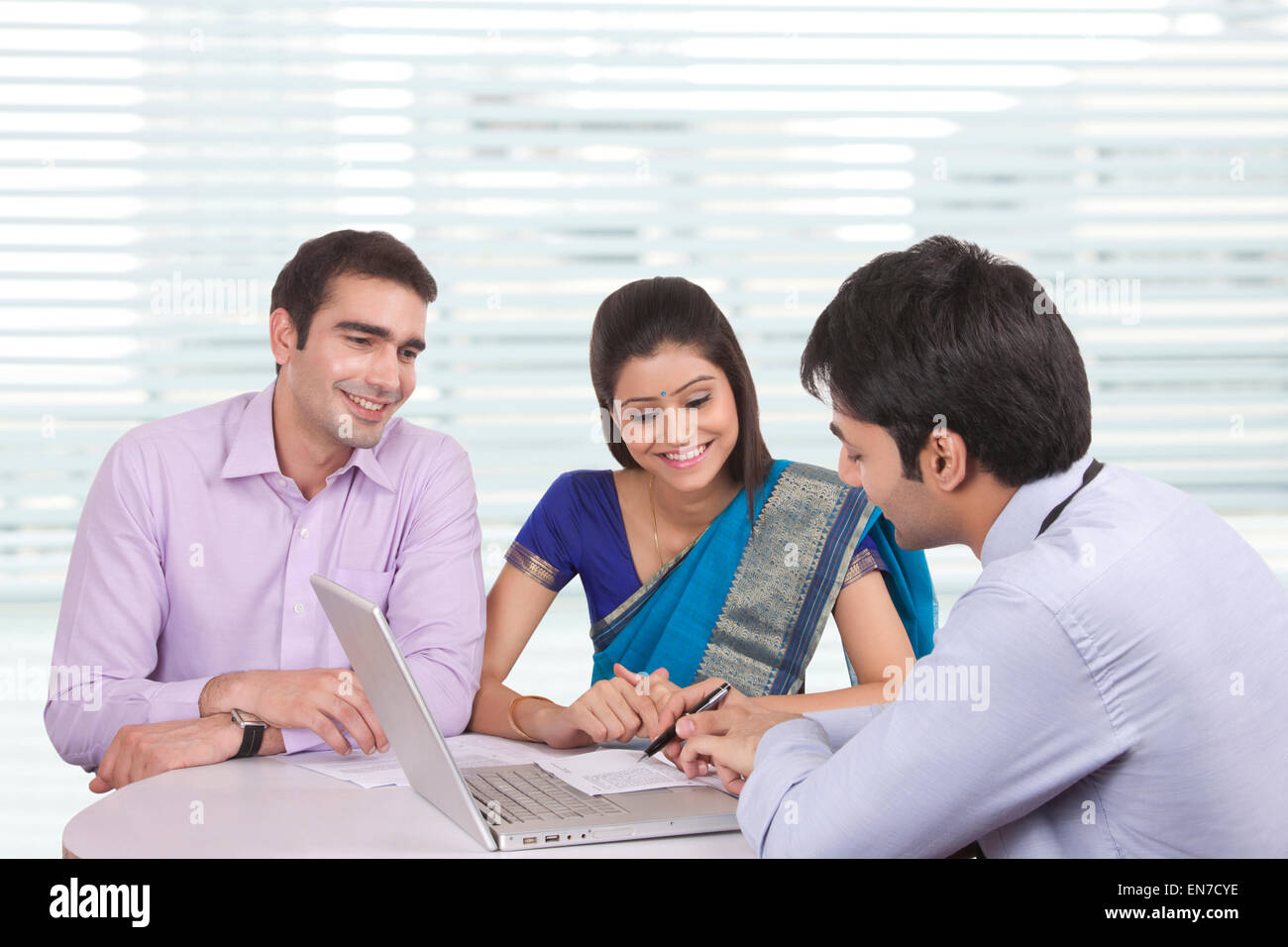 Couple sitting with financial advisor - Stock Image