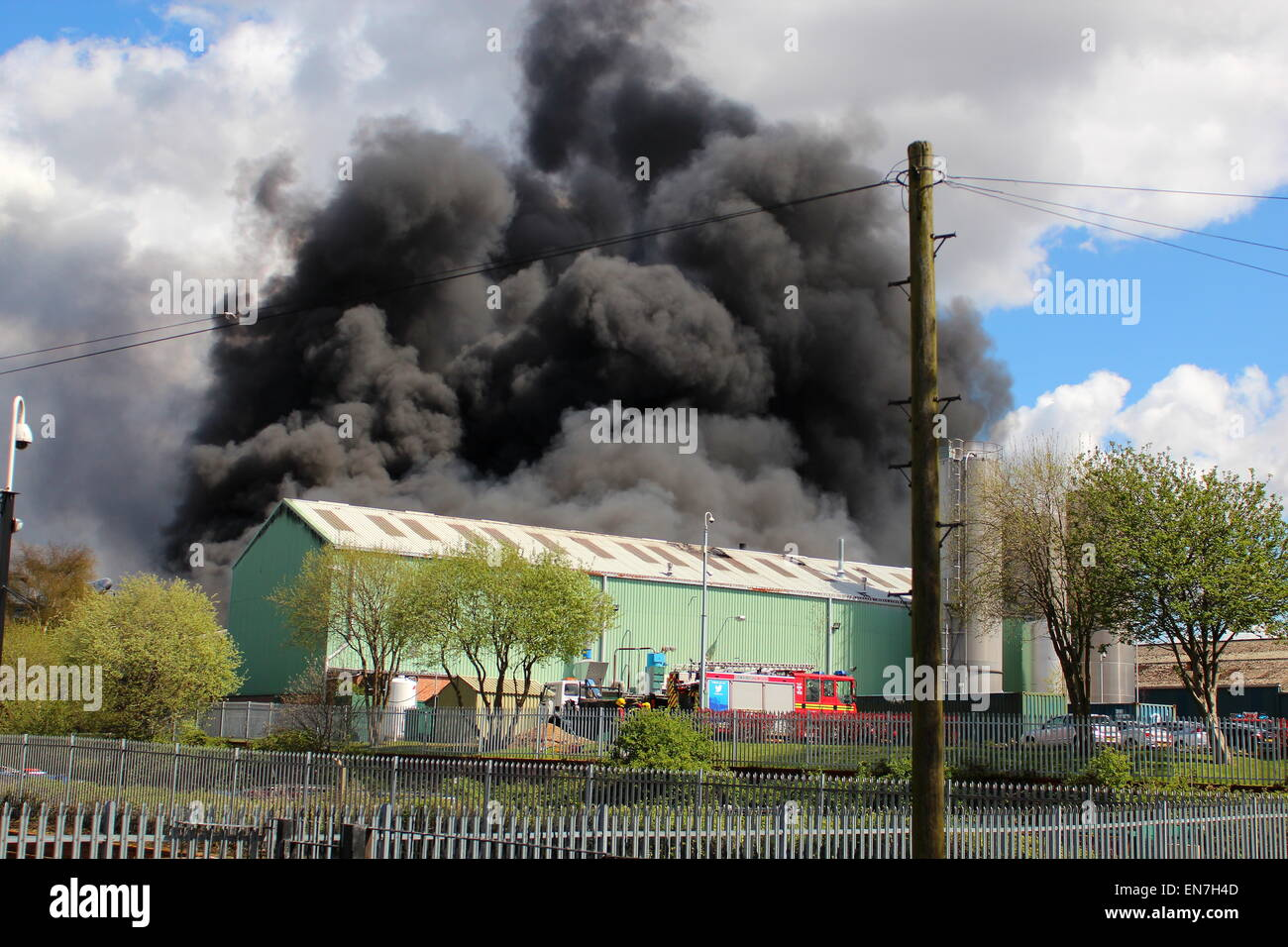 Oldbury, West Midlands, UK. 29th April, 2015. Up to 75 firefighters are tackling a large fire which has broken out - Stock Image