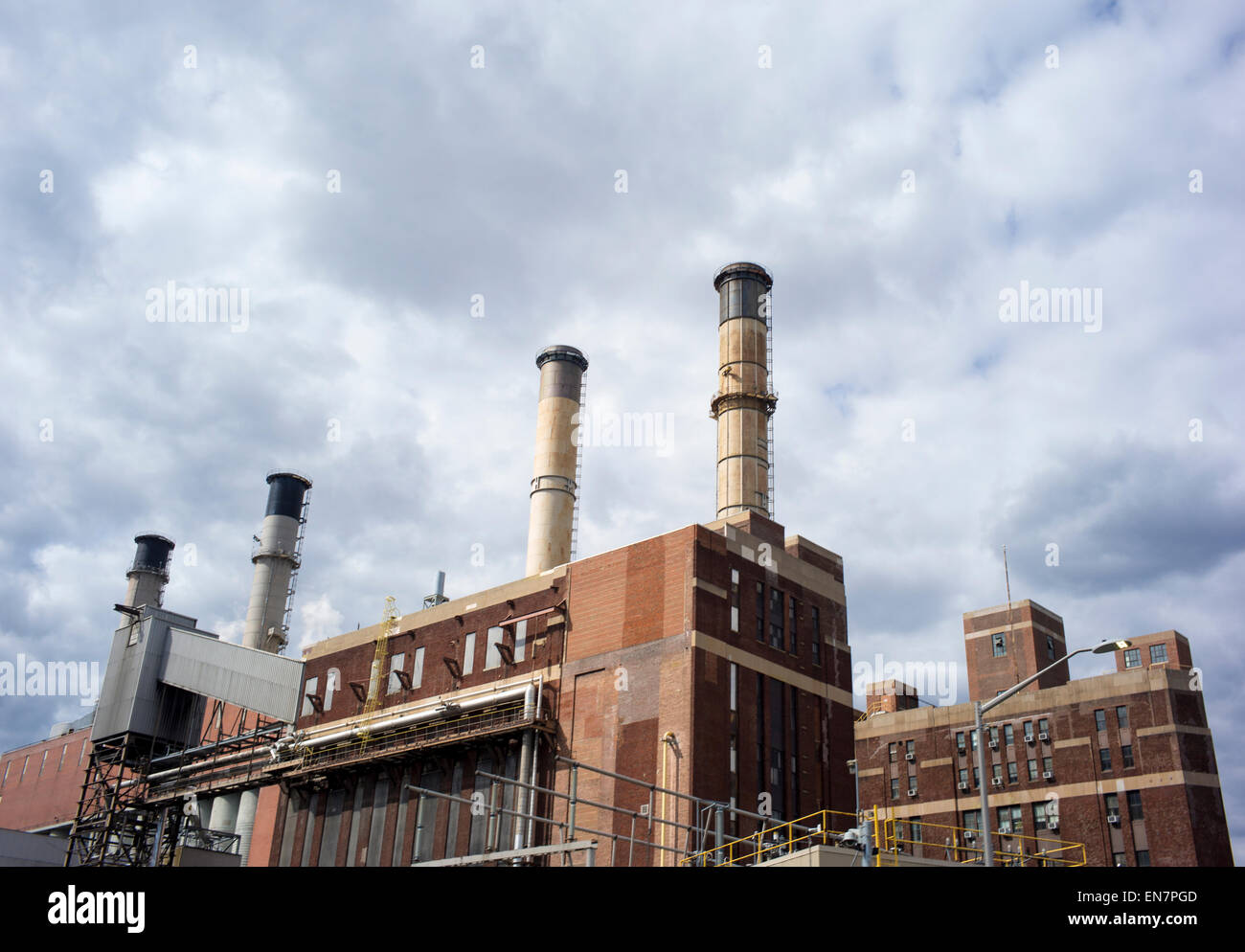 A Consolidated Edison power plant is seen along New York's FDR Drive in Manhattan, New York. - Stock Image