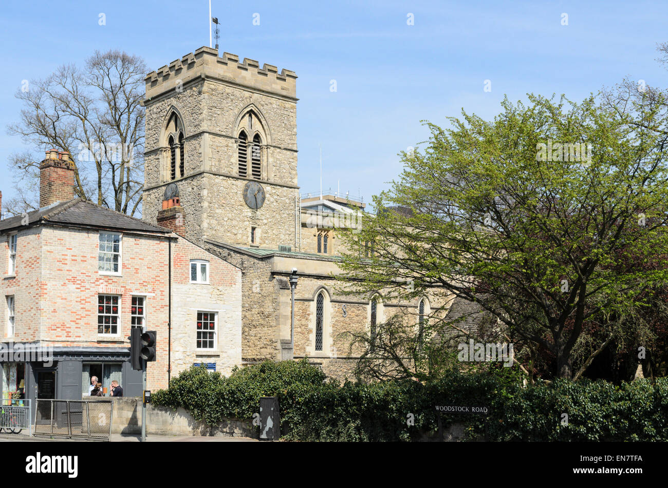 St Giles Church and adjacent shops, Woodstock Road, Oxford England, UK - Stock Image