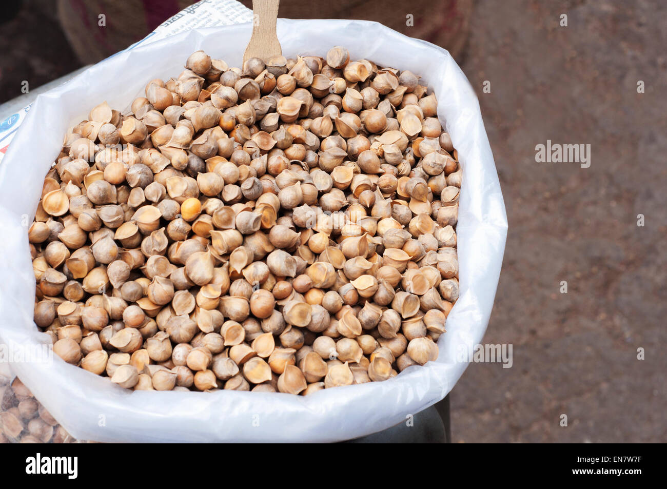 Kashmiri Garlic for sale at indian market,India - Stock Image