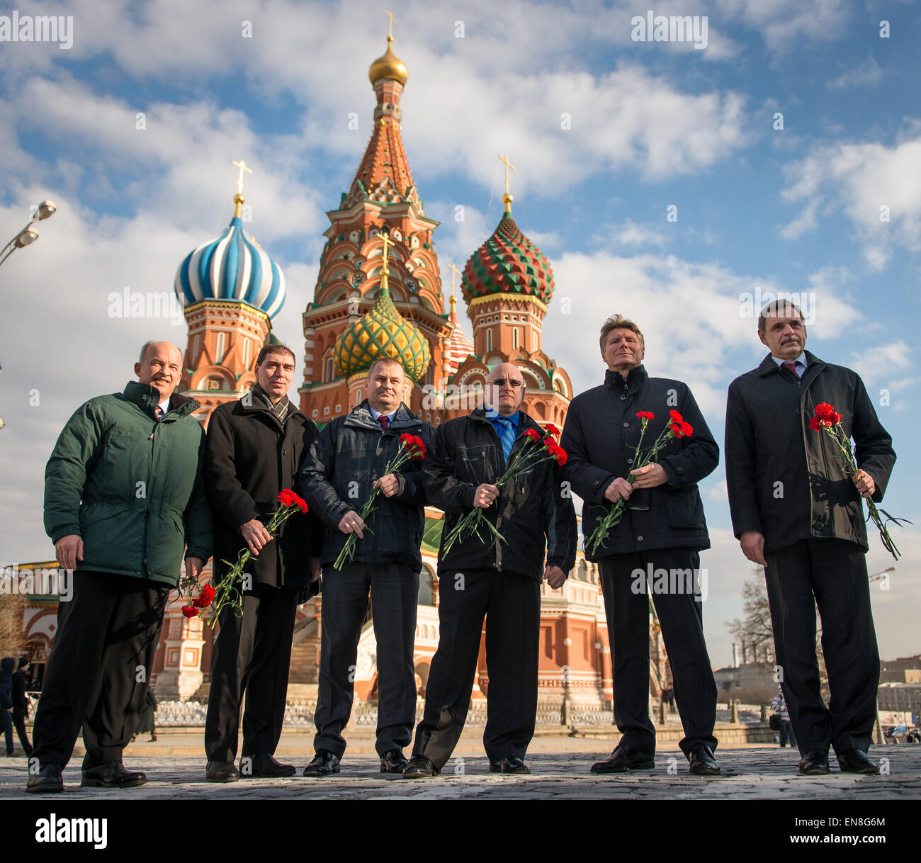 Expedition 43 prime and backup crews pose for a photograph together in front of St. Basil's Cathedral in Moscow - Stock Image