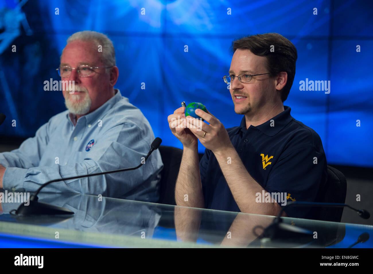Paul Cassak, associate professor, West Virginia University, explains magnetic reconnection at the NASA Social held - Stock Image