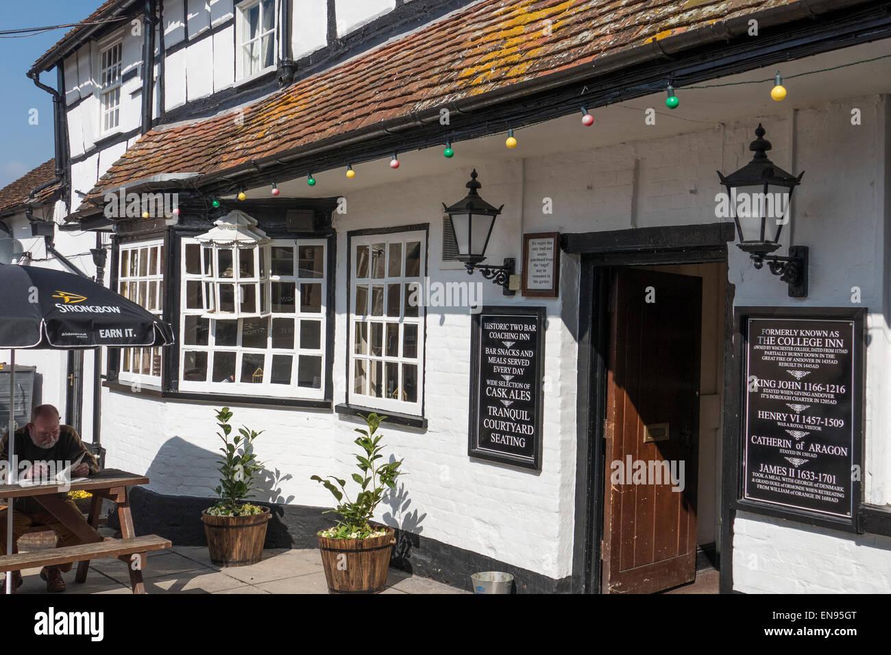 England, Hampshire, Andover, Angel Inn - Stock Image