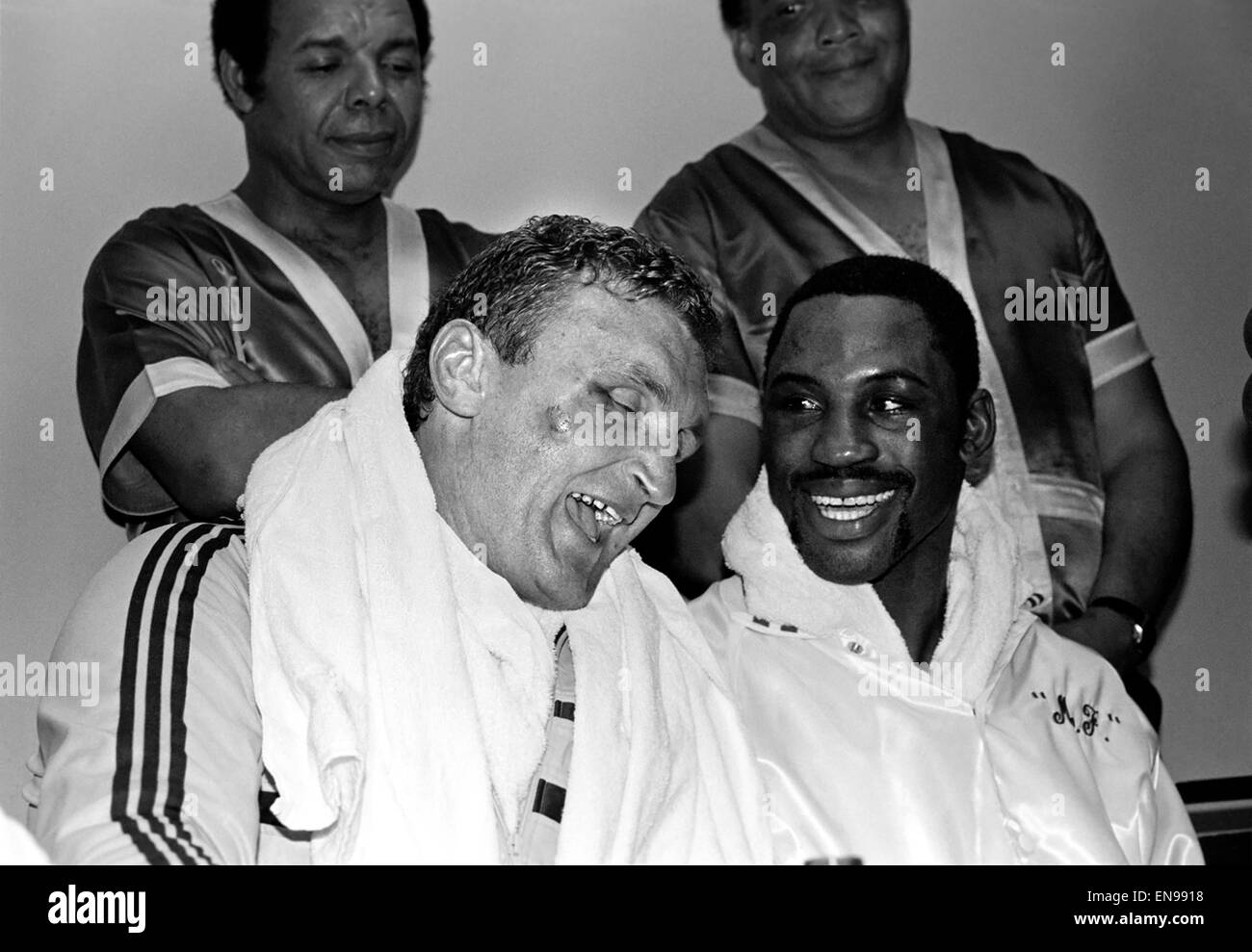 Joe Bugner with Marvis Frazier pose for the press following their bout at Atlantic City, New Jersey, USA. June 1983 - Stock Image