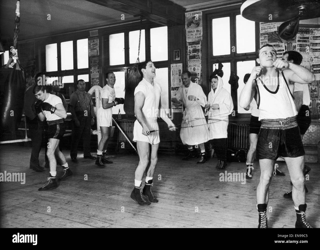 Boxers training for their 1963 campaigns in the Thomas A 'Beckett gym in London's Old Kent road. l-r Kenny - Stock Image
