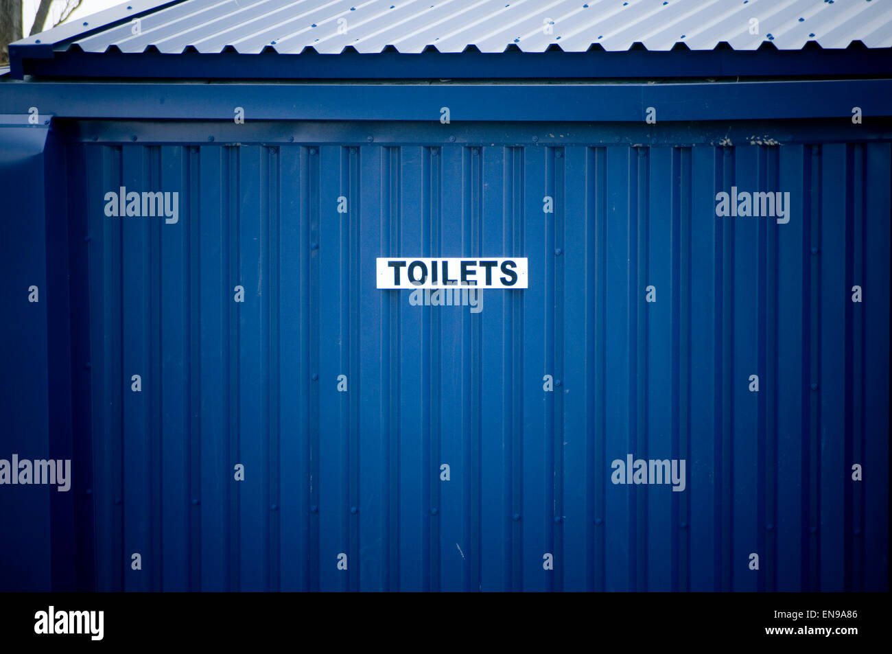 toilet block toilets loo loos camping site sites camp campsite campsites block blocks communal tent tents Stock Photo