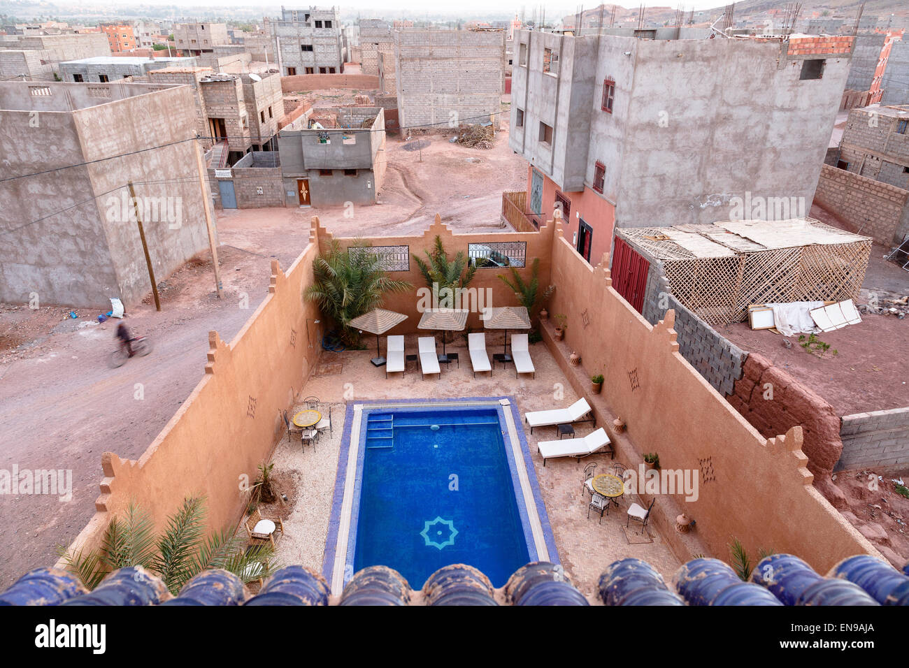 Hotel pool and houses. Quarzazate, Souss-Massa-Draâ, Morocco, Maghreb, North Africa, Africa. - Stock Image