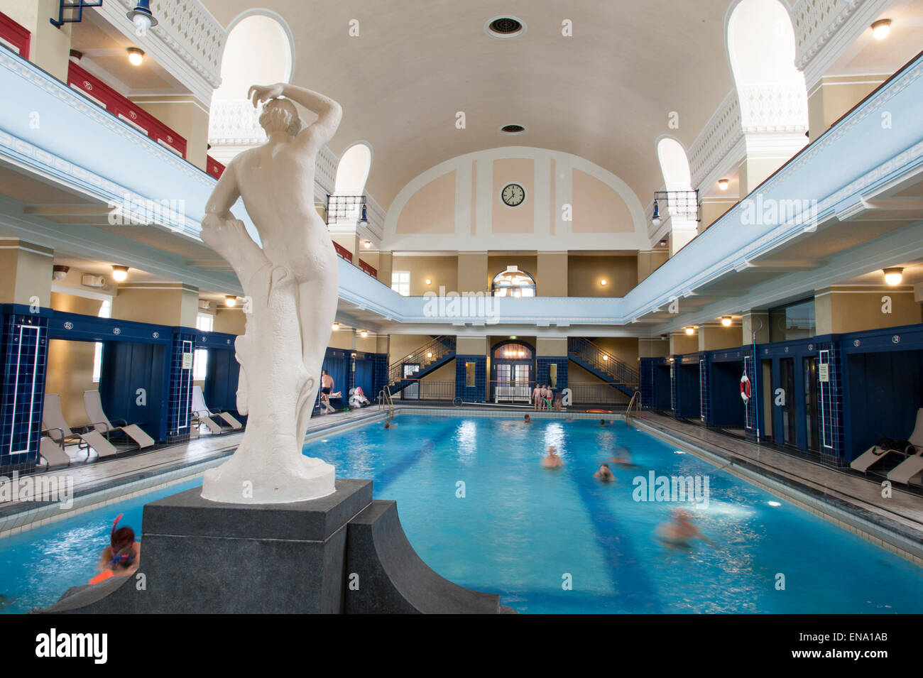 Art nouveau indoor pool darmstadt germany for Schwimmbad rheinfelden deutschland