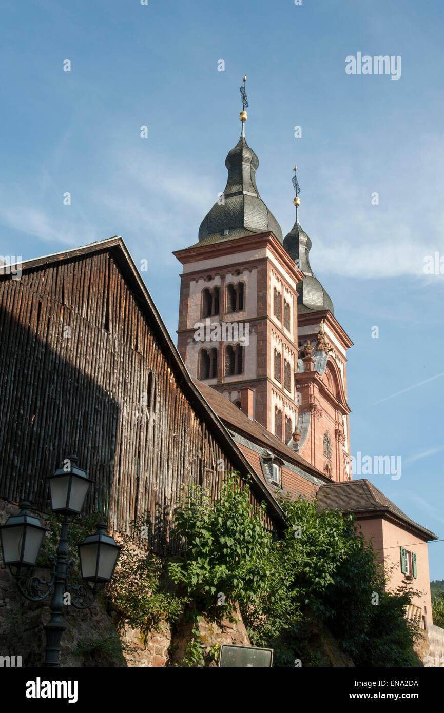 Amorbach mit Klosterkirche, Odenwald, Bayern, Deutschland | Amorbach with monastery church, Odenwald, Bavaria, Germany - Stock Image