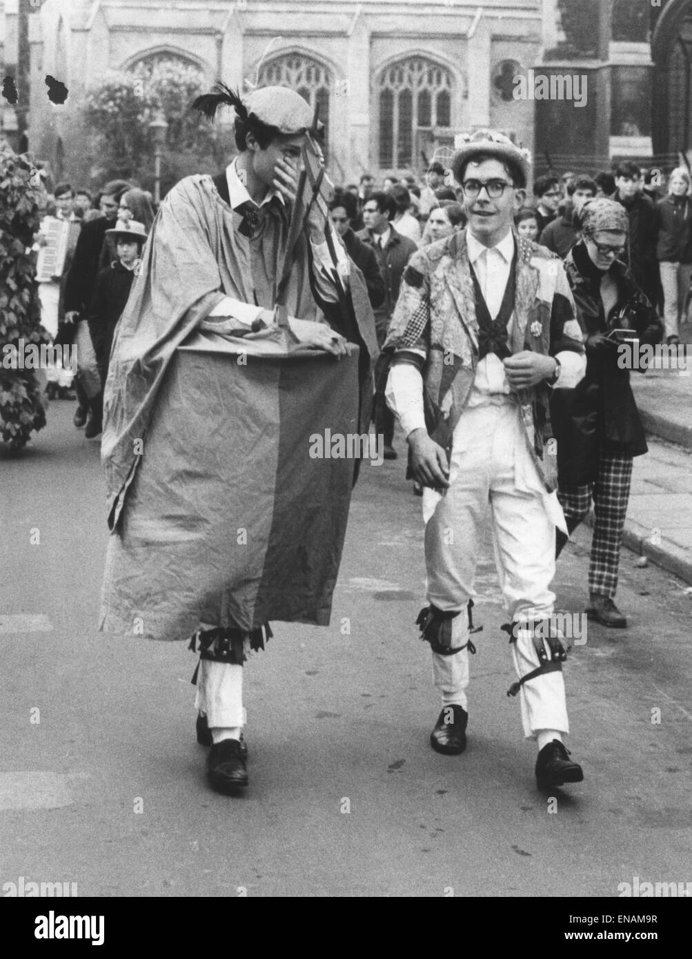 FILE PHOTOS: Oxford, Oxfordshire, UK. 1st May, 1968. Oxford May Day. Morris dancers dress in colourful costumes Stock Photo
