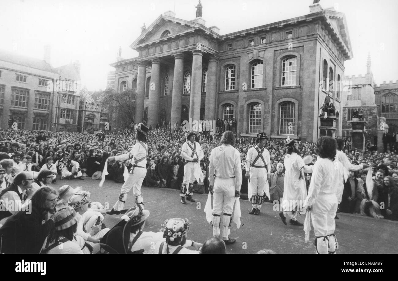 FILE PHOTOS: Oxford, Oxfordshire, UK. 1st May, 1974. Oxford May Day 1974. Morris dancers perform in front of the - Stock Image