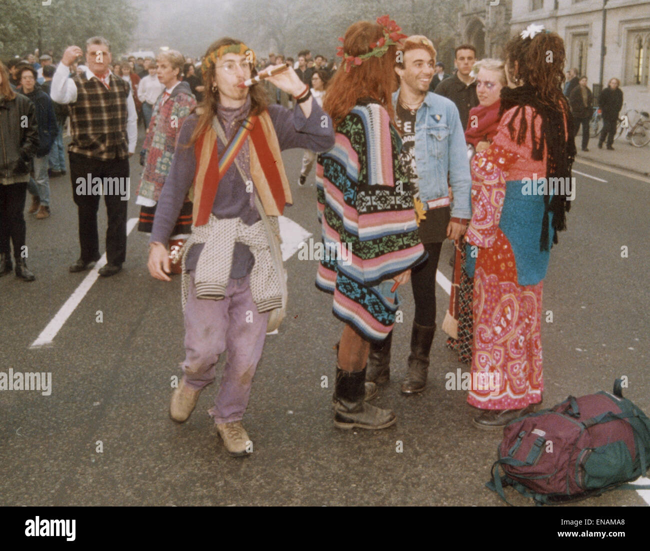 FILE PHOTOS: Oxford, Oxfordshire, UK. 1st May, 1995. Oxford May Day celebrations Magdalen Bridge. Revellers embrace Stock Photo