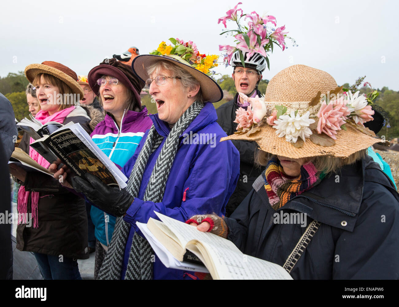Berkhamsted, UK. 1st May, 2015. May Day Madrigals are sung by the Chiltern Chamber Choir, at dawn, on the roof of - Stock Image