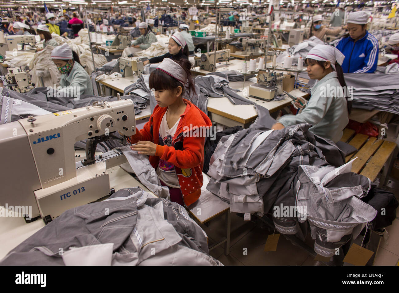 working conditions in a clothing factory in Vietnam - Stock Image