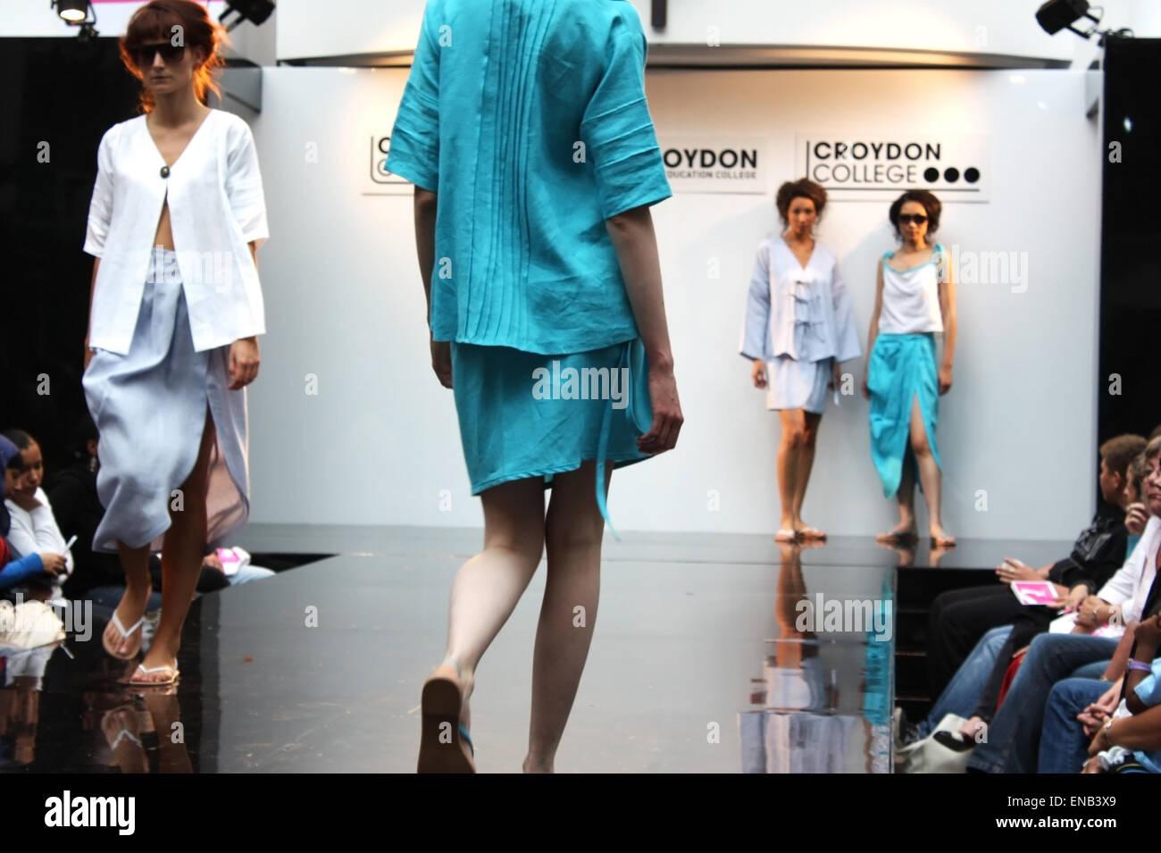 CROYDON, LONDON - JUNE 18 : Models in Fashion Festival on June 18, 2008 in Whitgift Shopping Centre, Croydon, England - Stock Image