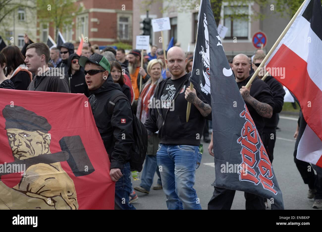 Saalfeld, Germany. 01st May, 2015. Participants in a march organized by the right-wing extremist group 'Der - Stock Image