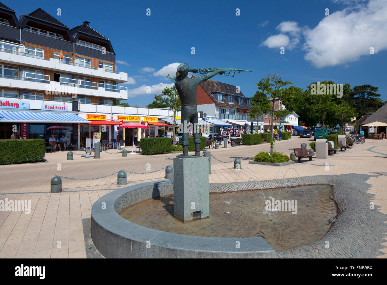 Statue and snack bars along the promenade at the seaside resort Haffkrug, Scharbeutz, Schleswig-Holstein, Germany - Stock Image
