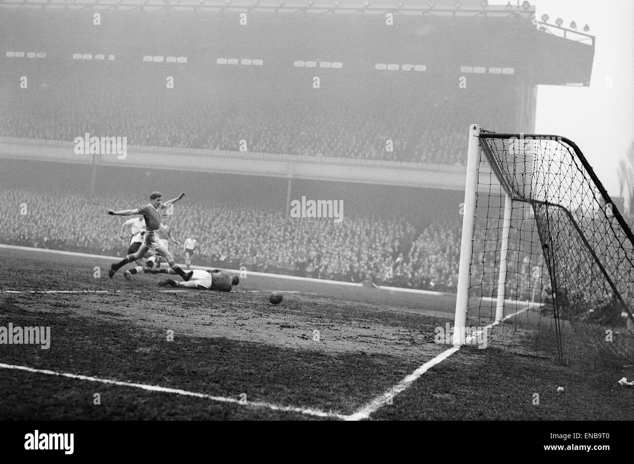 Manchester United v Fulham in the FA Cup Semi Final Goalmouth action during the match. 26th March 1958 - Stock Image