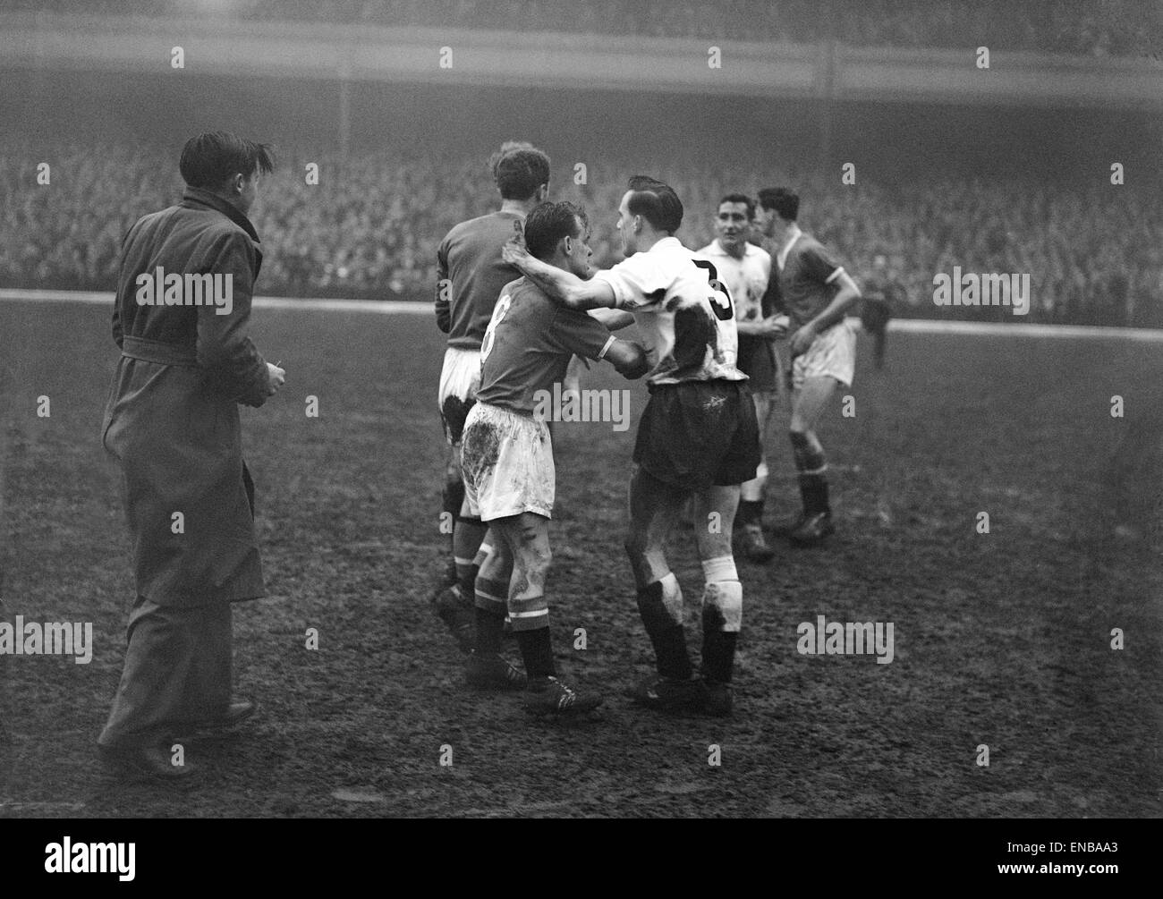 Manchester United v Fulham in the FA Cup Semi Final March 1958 Palyers shake hands after the match - Stock Image