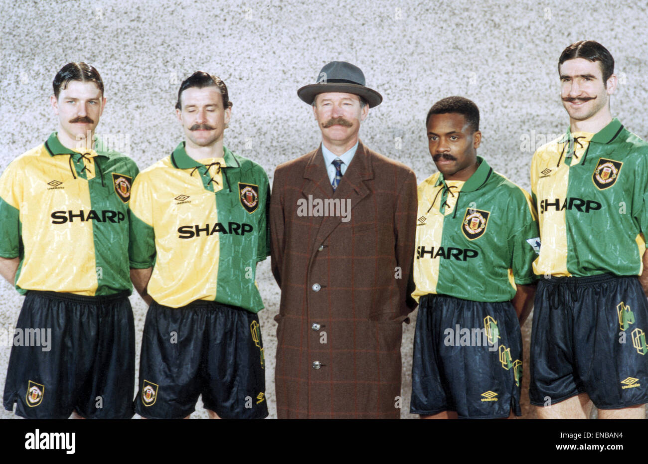 best authentic 84c52 2a227 Manchester United manager Alex Ferguson with his players l-r ...