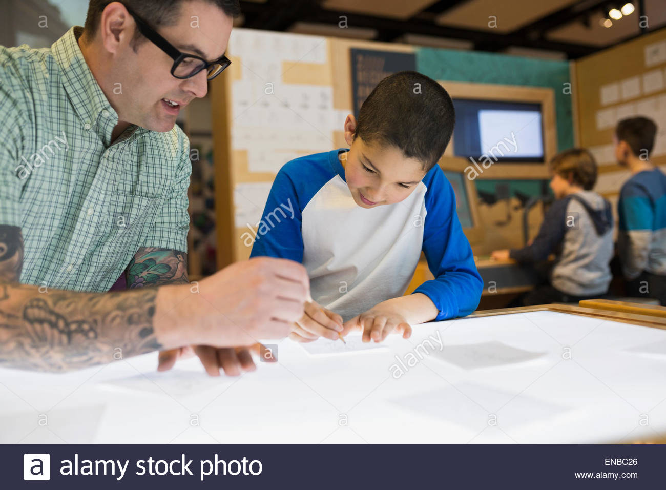 Teacher and student tracing light table science center - Stock Image