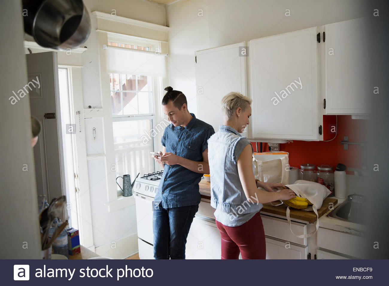 Couple cooking in kitchen - Stock Image