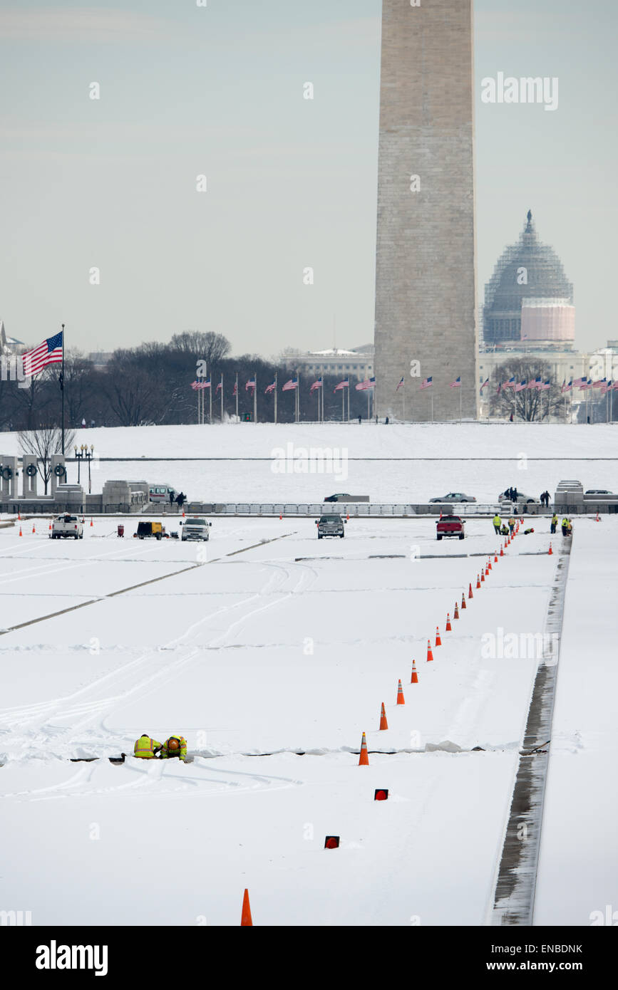 WASHINGTON DC, USA - Snow covers the National Mall as workers continue work on the drained and snow-covered Reflecting Stock Photo