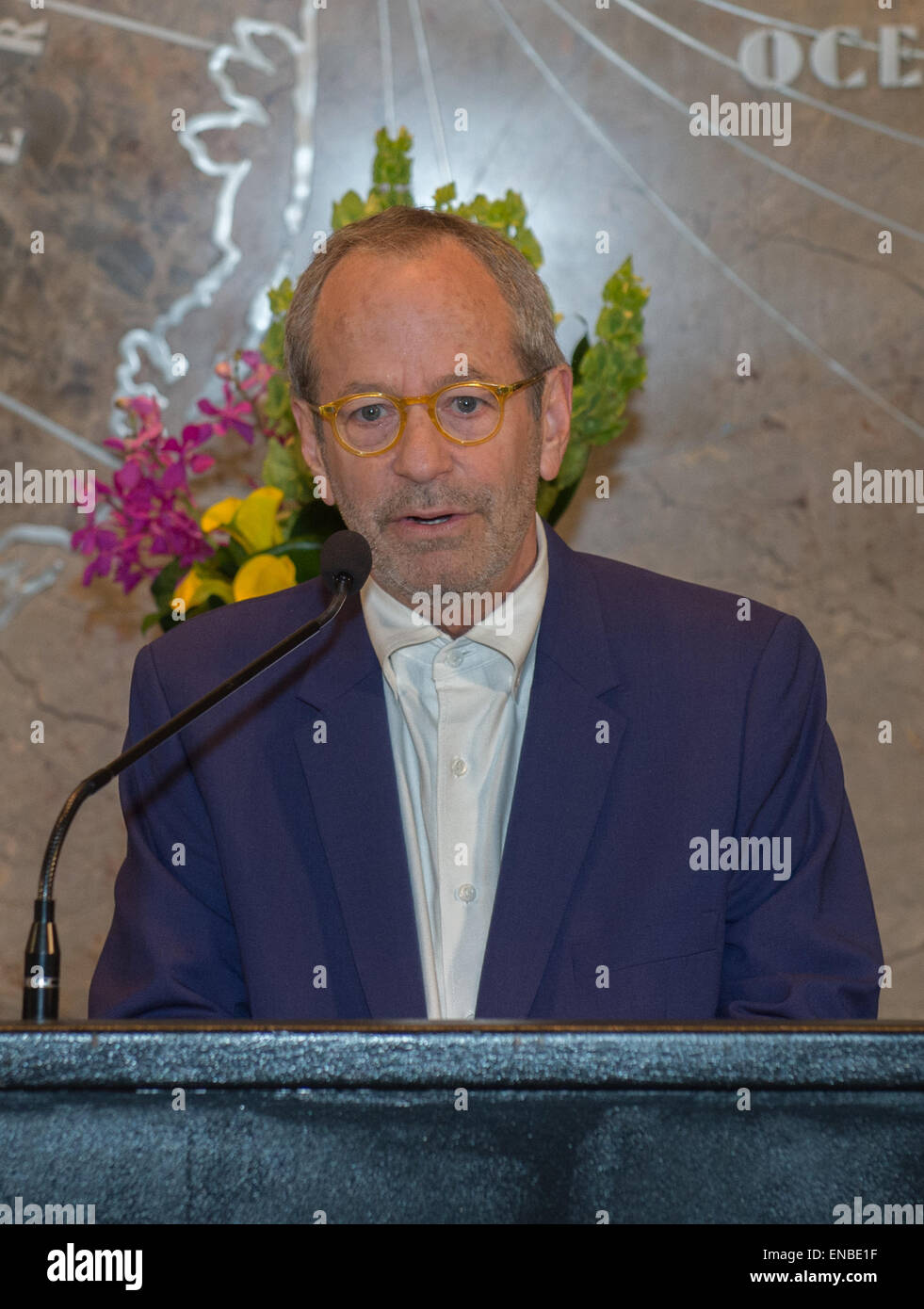 Manhattan New York USA. 1st May 2015. Lighting designer MARC BRICKMAN speaks as the Empire State Building lights to celebrate the opening of the Whitney ...  sc 1 st  Alamy & Manhattan New York USA. 1st May 2015. Lighting designer MARC ...