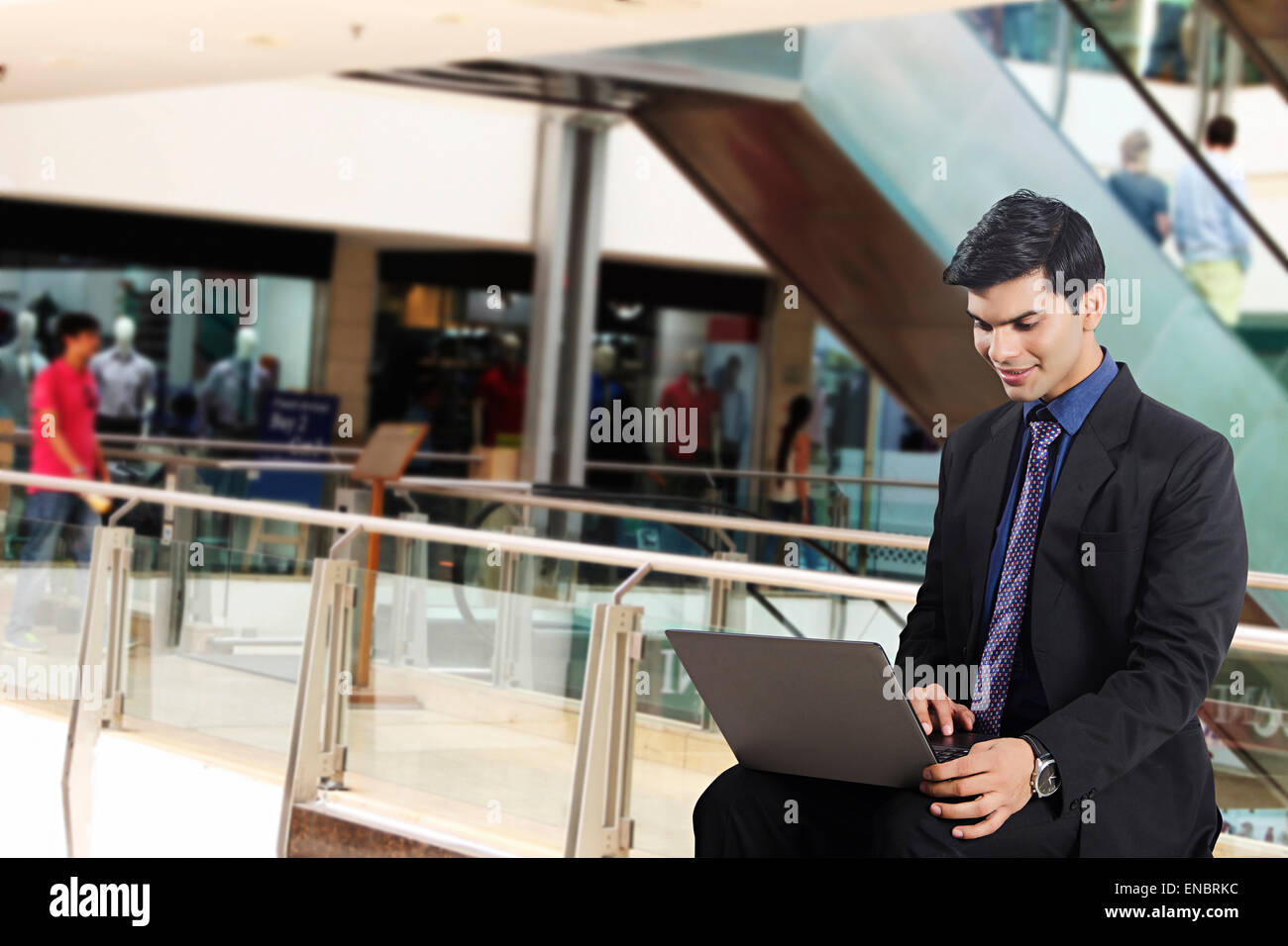 1 indian Business Man Mall laptop shopping - Stock Image