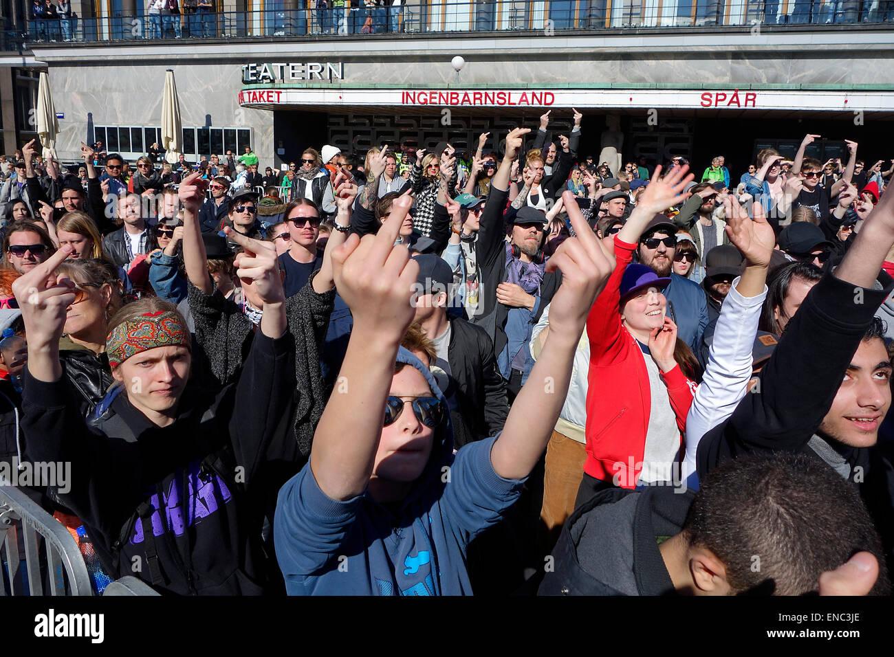 Protesting crowd, radical-left counter-demonstrators, showing 'middle finger' during PEGIDA demonstration - Stock Image