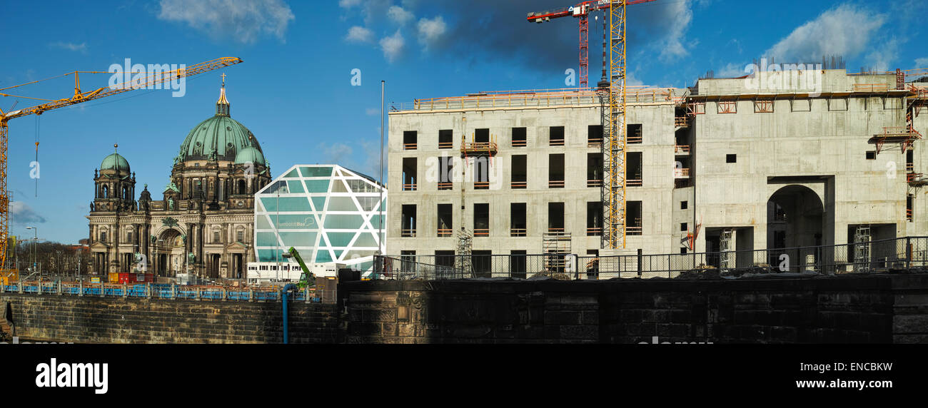 Schlossplatz construction site in February 2015. Humboldt Box and Berliner Dom are visible. - Stock Image