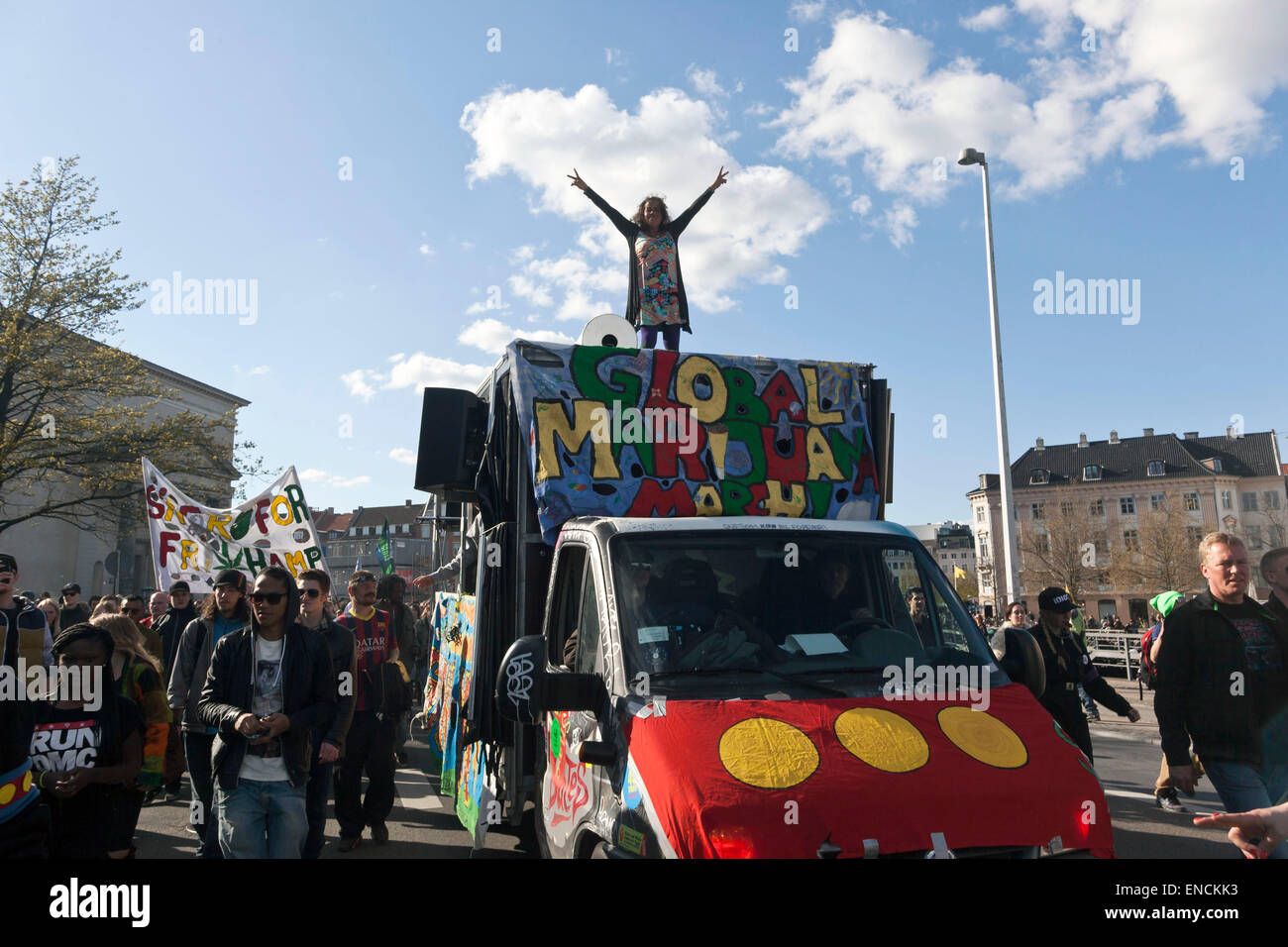 Copenhagen, Denmark. 2nd May, 2015. The rally for free cannabis arrives to the Parliament Square. Many thousands Stock Photo