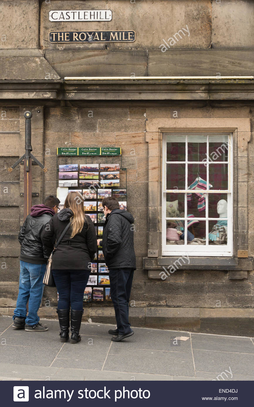 The Royal Mile, Edinburgh, Scotland - tourists selecting postcards - Stock Image
