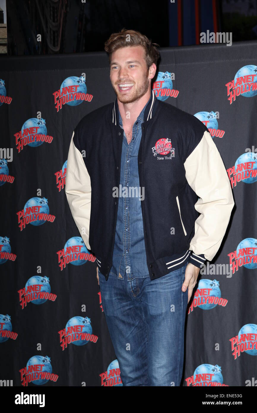 Derek Theler Star Of Abc Familys Baby Daddy At A Meet And Greet
