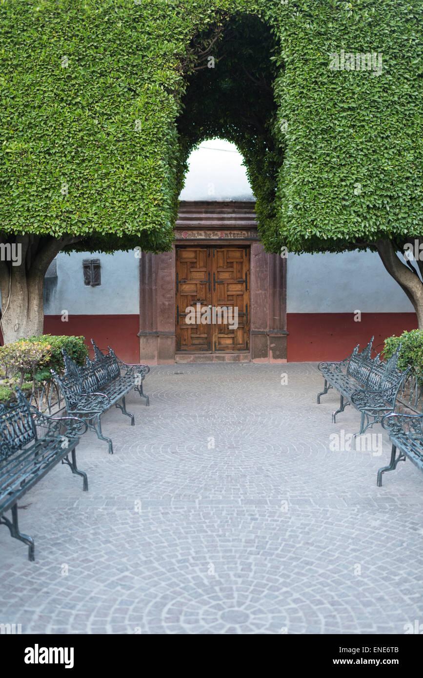 El Jardin benches and garden in San Miguel de Allende Mexico - Stock Image