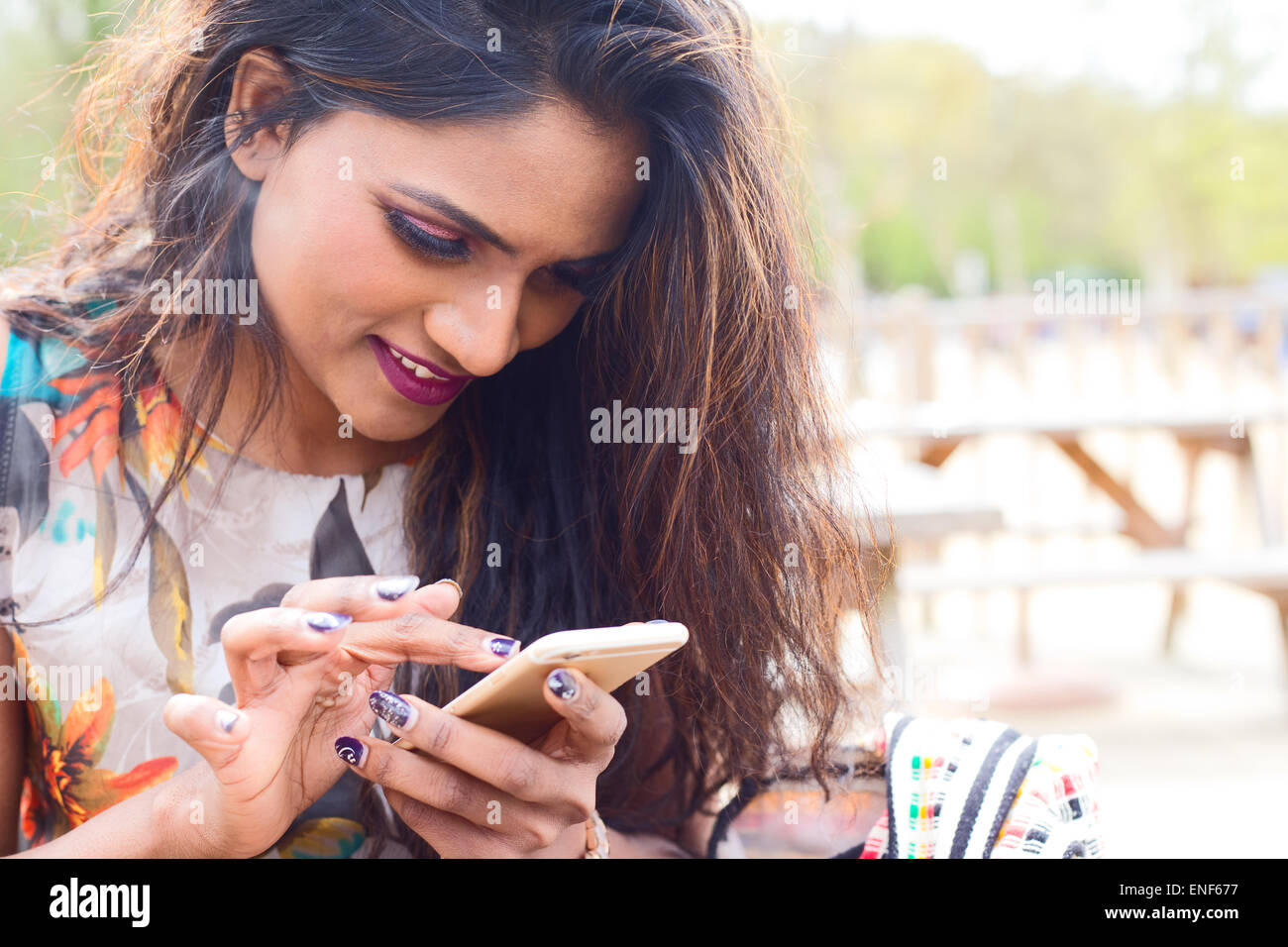 young woman sending a text message - Stock Image